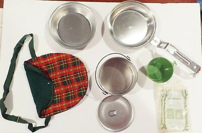 Vintage Girl Scout Mess Kit w/ Cover Cooking Set Camping. Very good Condition .