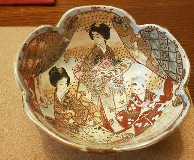 Antique Japanese scalloped bowl Hand Painted with Geisha