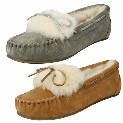 01bf82bd930 Ladies Clarks Warm Glamour Suede Fur Slip On Womens Moccasin Slippers Shoes  Size