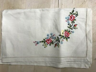 VINTAGE HAND EMBROIDERED Cream LINEN TABLE CENTRE / TRAY CLOTH 21x13 Inches