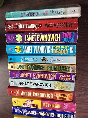 Janet Evanovich Lot of 26 VG HC & SC Stephanie Plum.  Very clean and nice lot