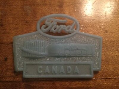 1964 New York World's Fair FORD Pocket clip badge pin button glow-in-dark CANADA