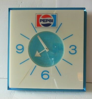 Vintage PEPSI Cola Wall Clock Model G-665 Light - 1971 For Parts/ Repair Lighted