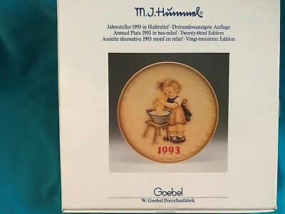 1993 M.J. Hummel Annual Handpainted plate (23rd Edition) complete with box