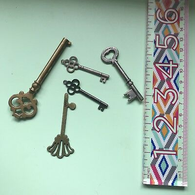 Job Lot Of Vintage Metal Keys Scrapbooking Props Home Decor Santa Keys Antique