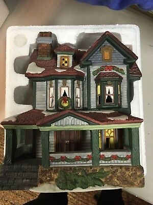 DICKENS COLLECTIBLES Classic Series Christmas Village Lighted House 1998 EUC