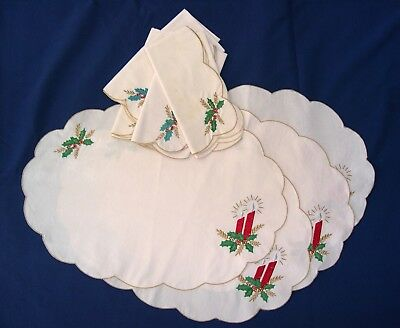 VINTAGE Christmas cloth place mats and napkins. set of 4 each, scalloped edges