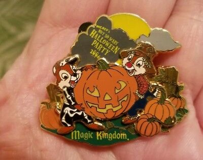 Happy Halloween Chip n Dale Trick or Treat Ghosts LE Large Mickey Pumpkin