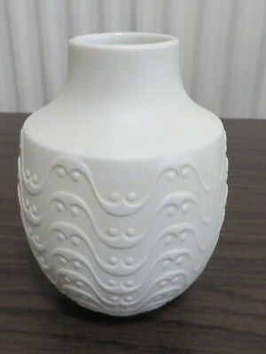 Beautiful Kaiser vase in perfect condition 12 cm tall