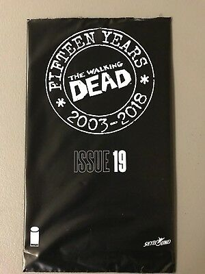 WALKING DEAD 19 WALKING DEAD DAY BLIND BAG 15TH ANNIVERSARY ISSUE CAMPBELL Image