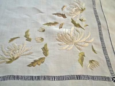 """Antique Victorian Society Silk Embroidery Spider Mums 39""""sq Linen Tea Tablecloth"""