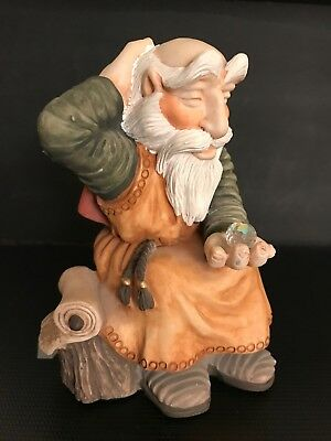 Krystodia KEPHREN figurine in Made in England. Used and in very good condition.