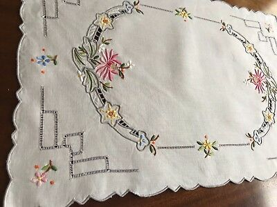 VINTAGE HAND EMBROIDERED DRAWNWORK CREAM COTTON TABLE CENTRE / TRAY CLOTH 16x11""