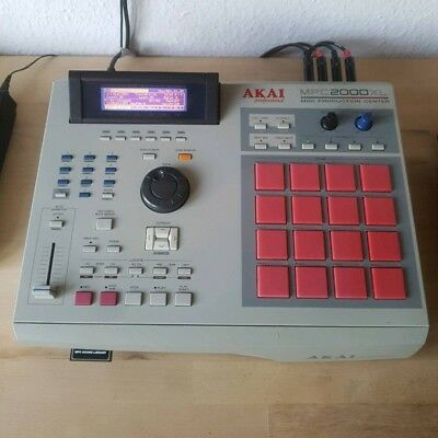 AKAI MPC 2000XL + 32MB Ram + 8 Outs + CardReader + Rote Soft Pads