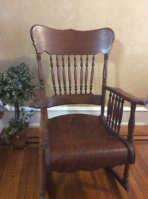 Vintage victorian rocking chair very good condition!