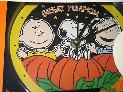 peanuts charlie brown snoopy halloween sounds clock the great