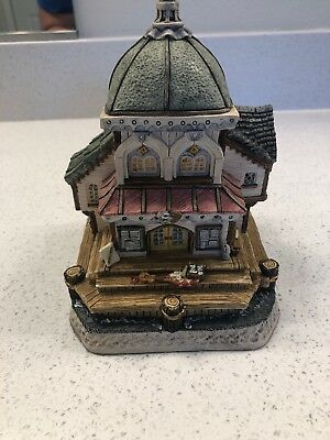David Winter Cottages Seaside Boardwalk Barnacle Theatre Limited Edition