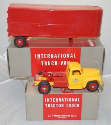 1940s Products Miniature IH International Tractor Truck & Trailer W/ Boxes 1/16