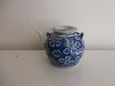 ANTIQUE CHINESE BLUE & WHITE PORCELAIN TEA POT, 18th C