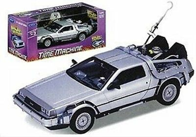 Loot Crate DX Exclusive: Back to the Future, PT. 1 - 1:24 DeLorean Time Machine