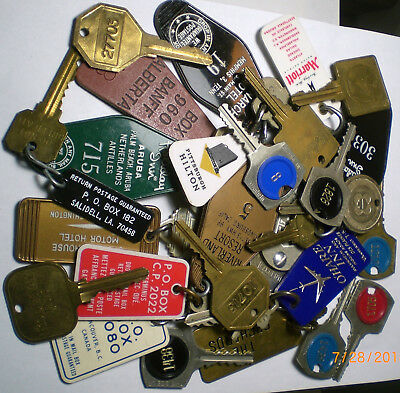 Lot of 26 old vtg. Hotel & Motel room key's some with fob's