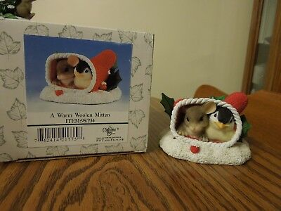 Charming Tails, Fitz & Floyd A WARM WOOLEN MITTEN special edition  #98/234