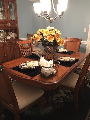 Gorgeous Queen Anne style formal dining room set - table, 8 chairs and hutch