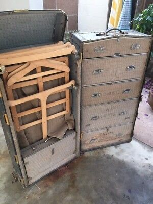 Old trunks and travel trunk as per photos