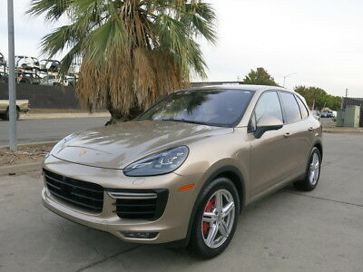 2016 Porsche Cayenne Turbo /4.8L-V8/550hp twin-turbocharged 2016 Porshe Cayenne-Turbo damaged  wrecked rebuildable salvage Low Reserve 16
