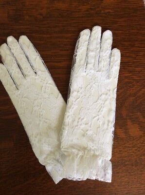 Vintage Lace Gloves with Ruffles White