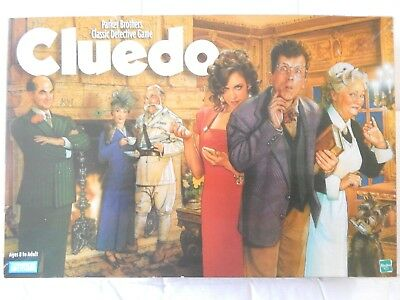CLUEDO  Classic Detective Board GAME 1999 Parker Brothers