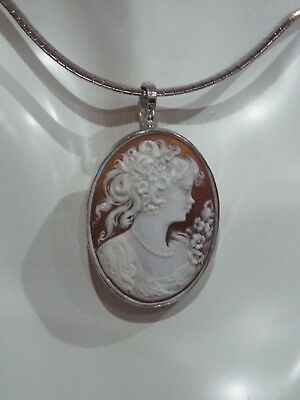 Vintage Master Hand carved in Sardonyx shell  pendant set In Italian silver