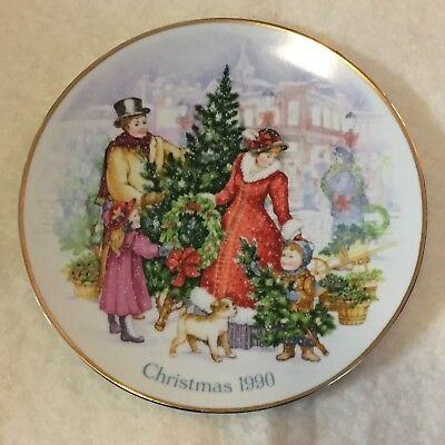 "Avon 1990 Bringing Christmas Home 8"" Collector Plate Porcelain W/ 22K Gold Trim"