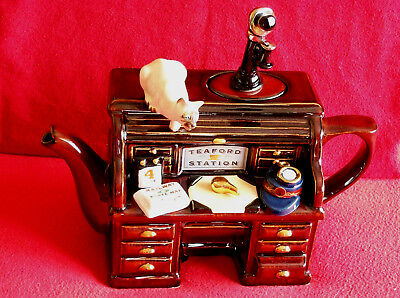 ** Old Fashioned Railway Station & Cat Large Teapottery Teapot** ** Ex Con **