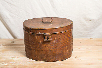 An oval Victorian travelling / hat box