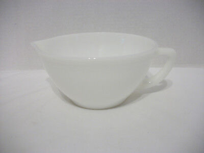 Vintage Federal Milk Glass Batter/mixing Bowl With Handle And Pour Spout