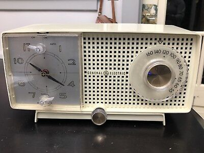 Vintage General Electric  Clock Alarm AM Tube Radio Cream 1950s - Did Not Test