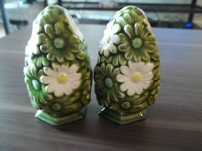 Retro Vintage Daisies Salt and Pepper Shakers FRED ROBERTS Green White Daisy