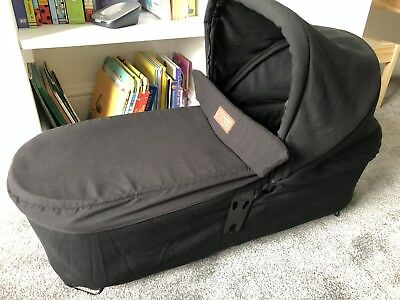 Mountain Buggy Duet v3.0 Carrycot + Tote Bag