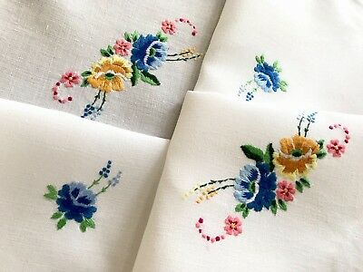 VINTAGE HAND EMBROIDERED White LINEN TABLE CLOTH 43x43 Inches