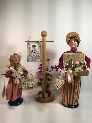 "Byers Choice Carolers the ""RIBBON VENDOR"" & ""GIRL SELLING LACE"" 2007 + signpost"
