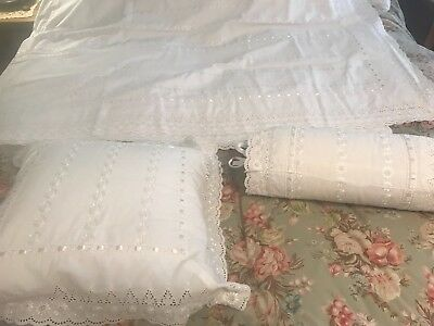 """Vintage White Eyelet Bed Spread Coverlet Blanket w Pillows 88"""" x 98"""" Shabby Chic"""