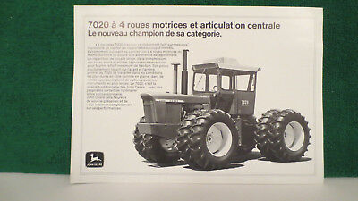 John Deere Tractor brochure on Model 7020 4WD Tractor in French language, 1974.