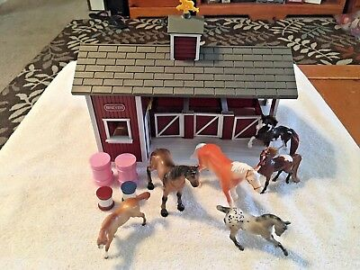 Breyer Stablemates Red Barn Play Set with Horses Accessories