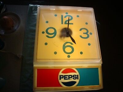 1977 Pepsi Lighted Clock in Working Condition
