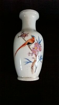 Hand painted Chinese vase 21cm tall.