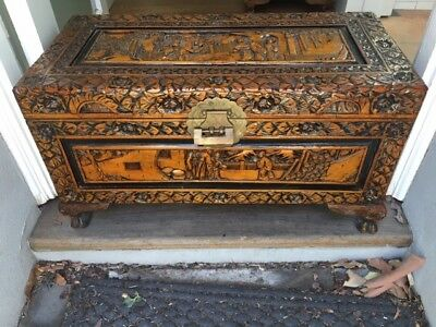 Camphor chest with original brass padlock - rare!