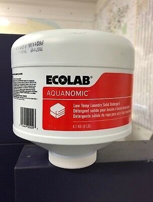 Case of 4 Ecolab 6100307 Solid Low Temp Laundry Detergent Aquanomic 9Lb Bottles
