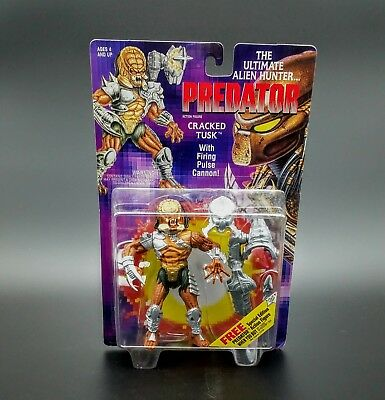 MOC 1993 Kenner Cracked Tusk Predator With Firing Pulse Cannon Action Figure