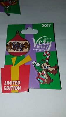 Disney Pin Mickey Very Merry Christmas Party 2017 Chip N Dale 2 Pin Set LE 5300